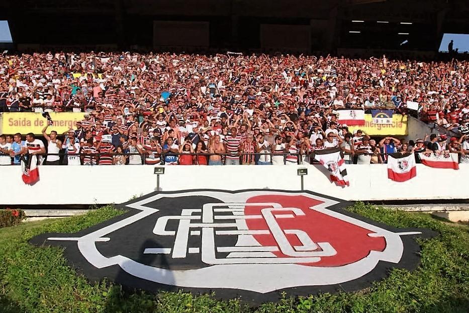 Torcida do Santa Cruz lota o Estádio do Arruda